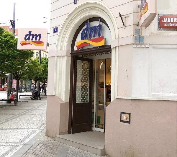 Drogerie DM na Strossmayerově náměstí v Praze