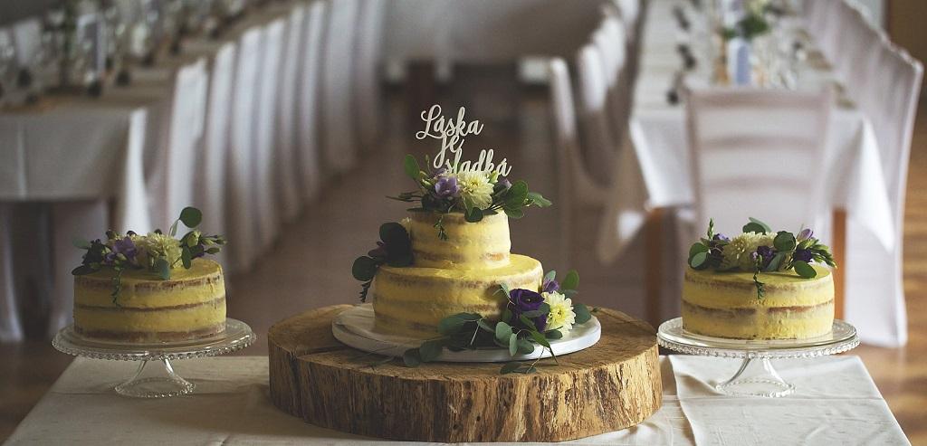 """Svatební dort se zápichem """"Láska je sladká"""""""